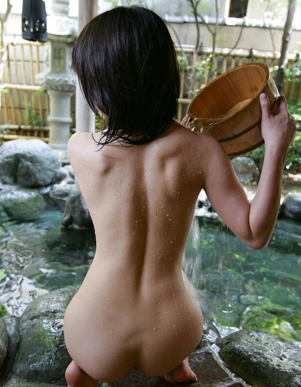 【後ろ姿エロ画像】裸の女性の後姿こそ美しくエロいものはない! 03