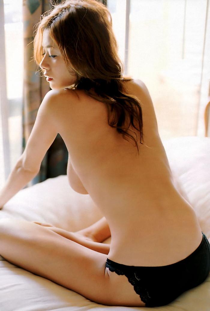 【後ろ姿エロ画像】裸の女性の後姿こそ美しくエロいものはない! 07