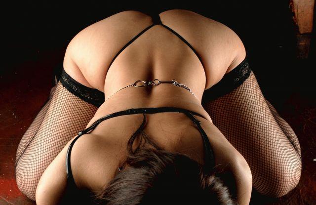 【後ろ姿エロ画像】裸の女性の後姿こそ美しくエロいものはない! 14