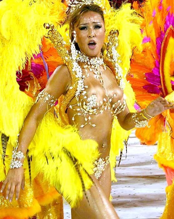 【ブラジル女性エロ画像】リオカーニバルでおっぱい丸出しで踊り狂うセクシーな女性たち 04