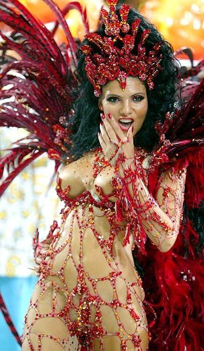 【ブラジル女性エロ画像】リオカーニバルでおっぱい丸出しで踊り狂うセクシーな女性たち 06