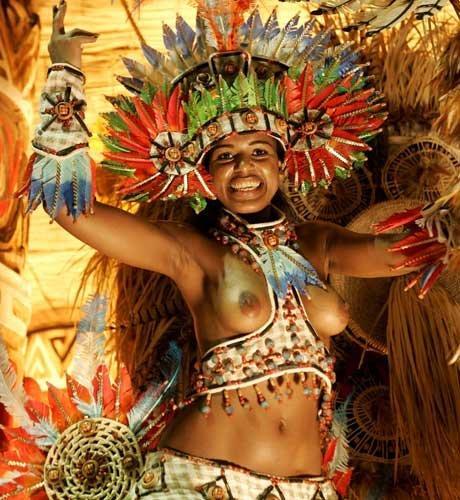 【ブラジル女性エロ画像】リオカーニバルでおっぱい丸出しで踊り狂うセクシーな女性たち 17