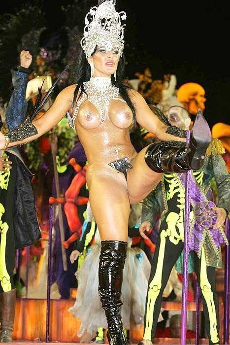 【ブラジル女性エロ画像】リオカーニバルでおっぱい丸出しで踊り狂うセクシーな女性たち 19