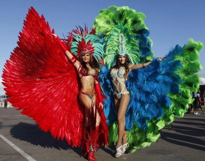【ブラジル女性エロ画像】リオカーニバルでおっぱい丸出しで踊り狂うセクシーな女性たち 21