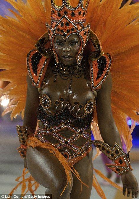 【ブラジル女性エロ画像】リオカーニバルでおっぱい丸出しで踊り狂うセクシーな女性たち 23