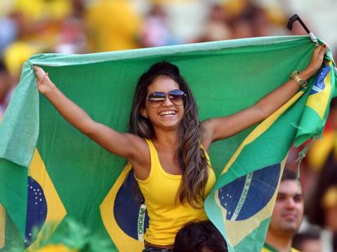 【ブラジル女性サポーターエロ画像】結構可愛い子がいる、サッカー好きなブラジル女性サポーター 01
