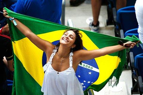 【ブラジル女性サポーターエロ画像】結構可愛い子がいる、サッカー好きなブラジル女性サポーター 02