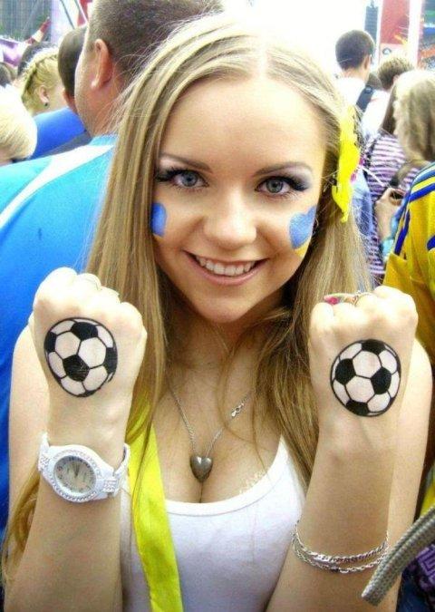 【ブラジル女性サポーターエロ画像】結構可愛い子がいる、サッカー好きなブラジル女性サポーター 05