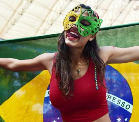 【ブラジル女性サポーターエロ画像】結構可愛い子がいる、サッカー好きなブラジル女性サポーター 06