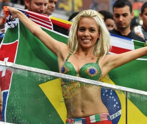 【ブラジル女性サポーターエロ画像】結構可愛い子がいる、サッカー好きなブラジル女性サポーター 07