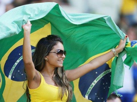 【ブラジル女性サポーターエロ画像】結構可愛い子がいる、サッカー好きなブラジル女性サポーター 10