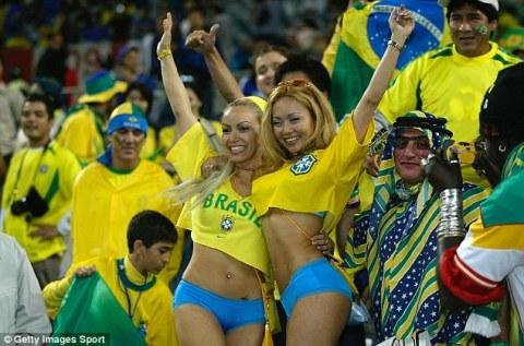 【ブラジル女性サポーターエロ画像】結構可愛い子がいる、サッカー好きなブラジル女性サポーター 16