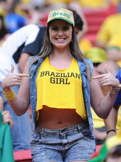 【ブラジル女性サポーターエロ画像】結構可愛い子がいる、サッカー好きなブラジル女性サポーター 17