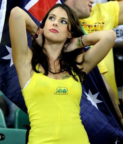 【ブラジル女性サポーターエロ画像】結構可愛い子がいる、サッカー好きなブラジル女性サポーター 19