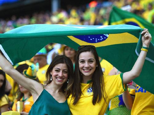 【ブラジル女性サポーターエロ画像】結構可愛い子がいる、サッカー好きなブラジル女性サポーター 24