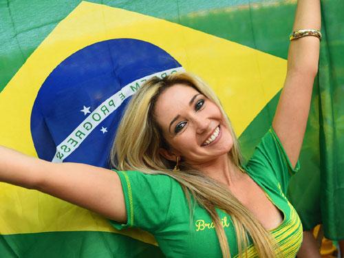 【ブラジル女性サポーターエロ画像】結構可愛い子がいる、サッカー好きなブラジル女性サポーター 25