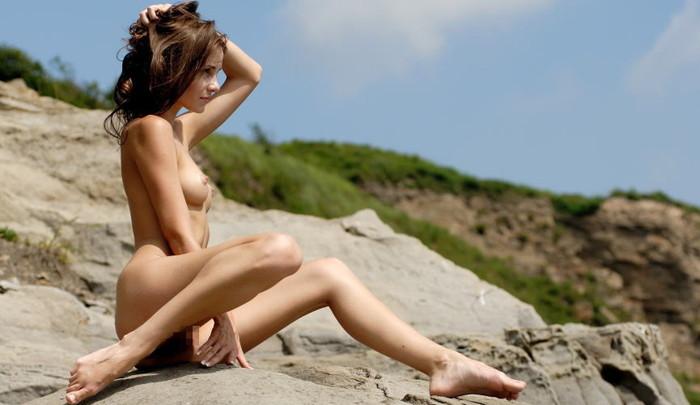 【外人美少女エロ画像】なんとも言えない妖艶なエロさに右手は勃起抑えられないイチモツへw 23