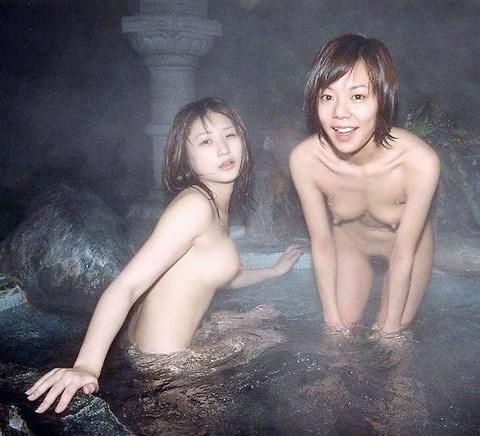 【混浴エロ画像】気持ちのいい露天風呂で気持ちのいいエロいコトしたいッス! 21
