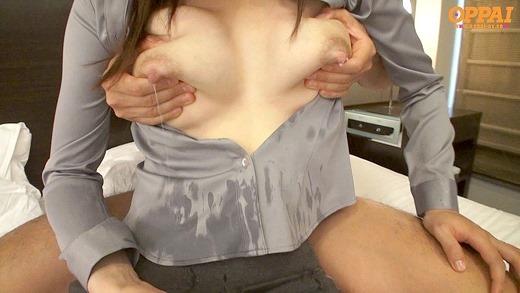 【母乳エロ画像】乳首から勢い良く出る母乳 飲みたい!かけてもらいたい! 10