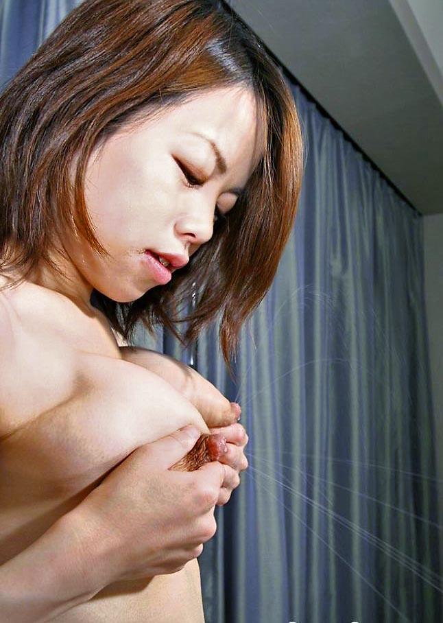 【母乳エロ画像】乳首から勢い良く出る母乳 飲みたい!かけてもらいたい! 25