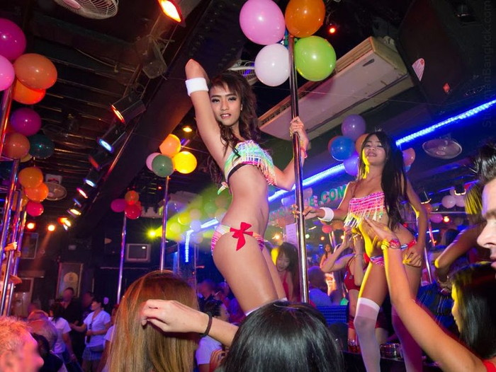 【フィリピン美女エロ画像】ゴーゴーバーで艶めかしい格好で踊るフィリピーナたち 01