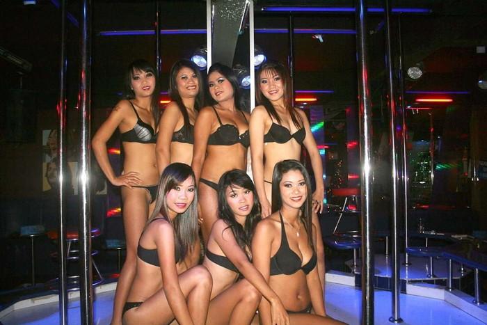 【フィリピン美女エロ画像】ゴーゴーバーで艶めかしい格好で踊るフィリピーナたち 14