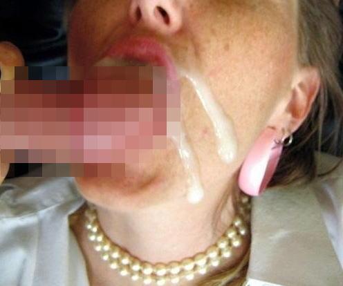 【外人女性フェラエロ画像】デカマラを美味しそうにフェラするフェラ顔に勃起! 20