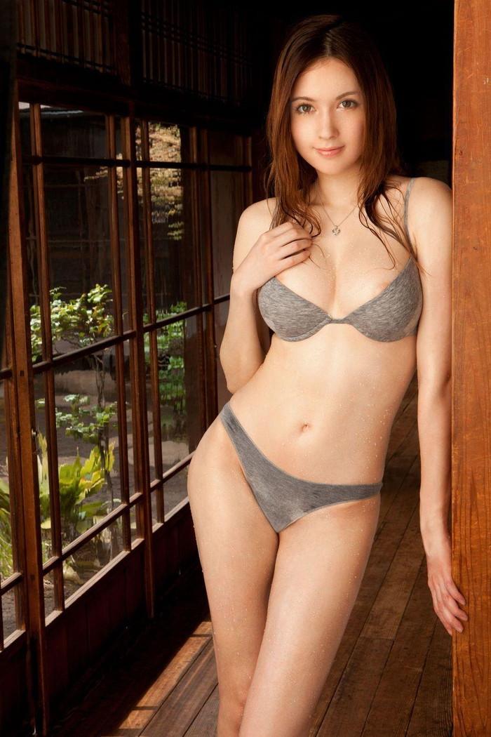 【ハーフエロ画像】ハーフは外人よりも日本人よりもエロい雰囲気を醸し出すよ 12