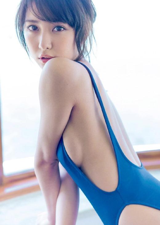 【横乳エロ画像】服の横からふっくらした柔らかそうな膨らみに萌えってか! 07