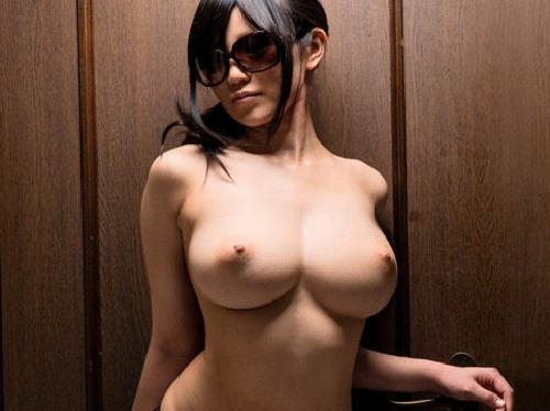 【くびれエロ画像】このくびれを持つ女、誰もが抱いてみたい 24