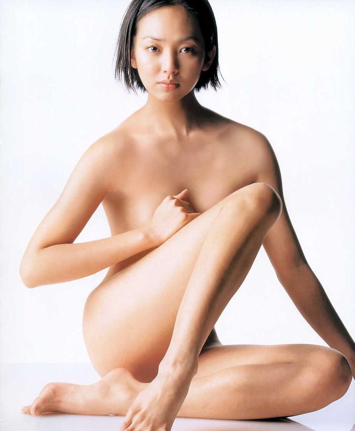 【脱いだ芸能人エロ画像】え!?この人脱いでたの!?脱いだ芸能人の素晴らしすぎる裸体 27