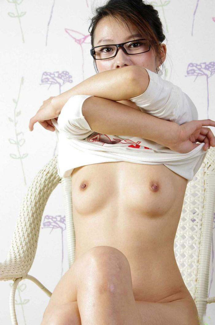 【中国人エロ画像】同じアジア人種なのに不思議な興奮が!?中国人の美乳ヌード 03