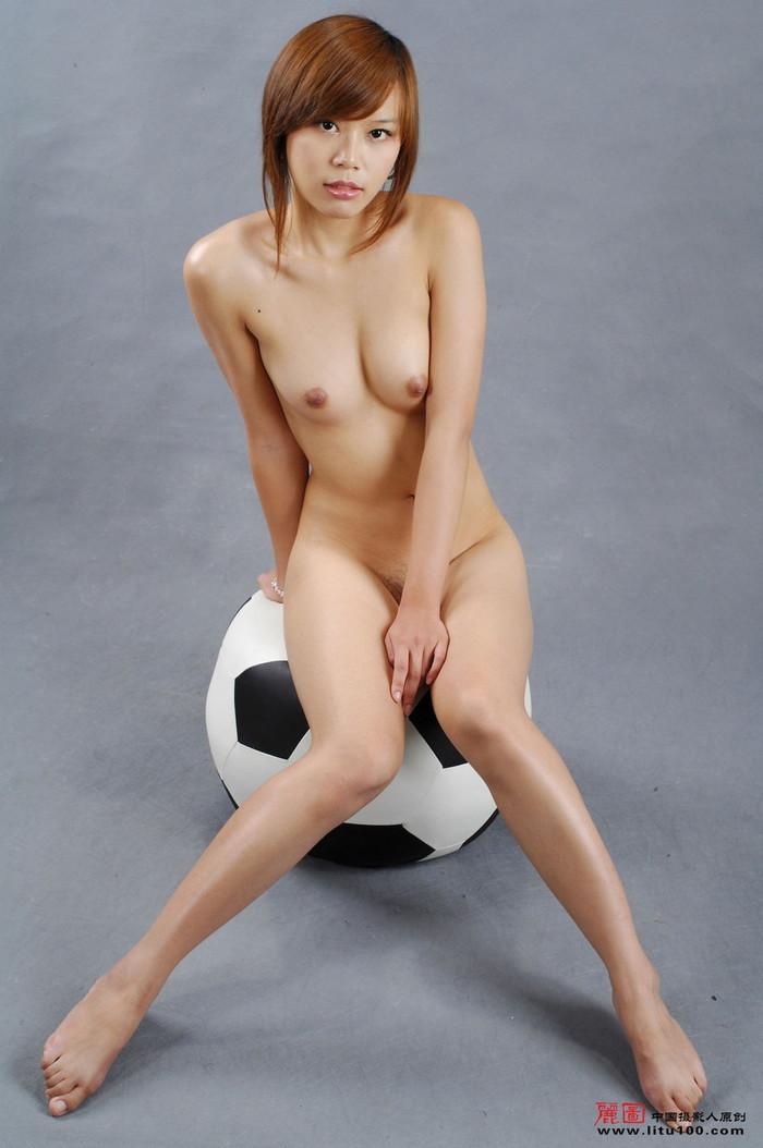 【中国人エロ画像】同じアジア人種なのに不思議な興奮が!?中国人の美乳ヌード 09