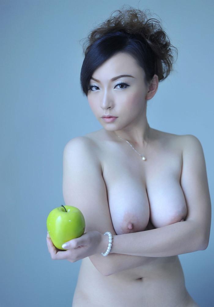 【中国人エロ画像】同じアジア人種なのに不思議な興奮が!?中国人の美乳ヌード 23