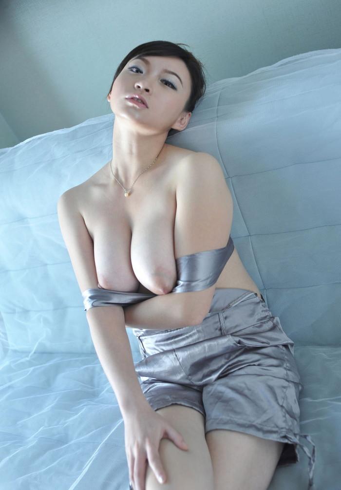 【中国人エロ画像】同じアジア人種なのに不思議な興奮が!?中国人の美乳ヌード 24