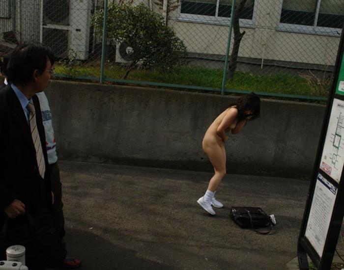 【野外露出エロ画像】こんな姿で街中出歩いちゃう最近のエロエロ素人女性たち!w 11