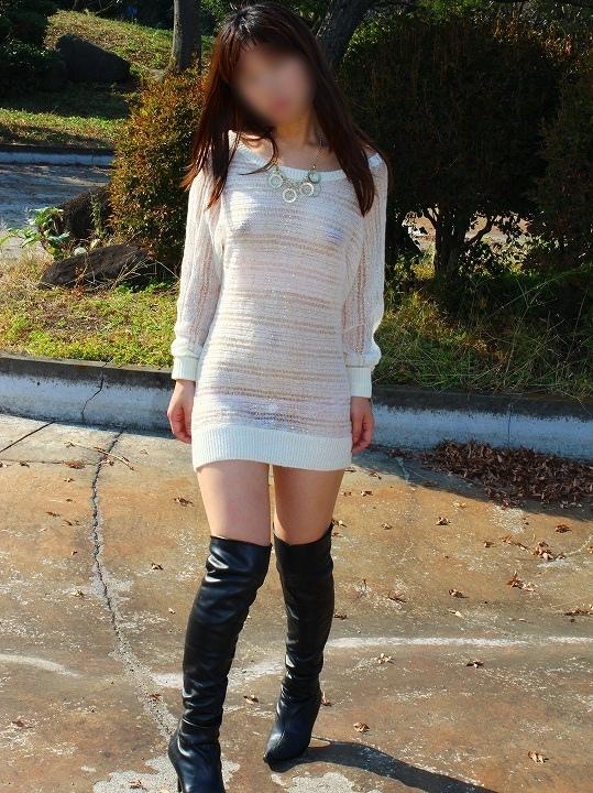 【透け透けエロ画像】普段透けていない衣装が透けた時って得した気分にならないか?w 25