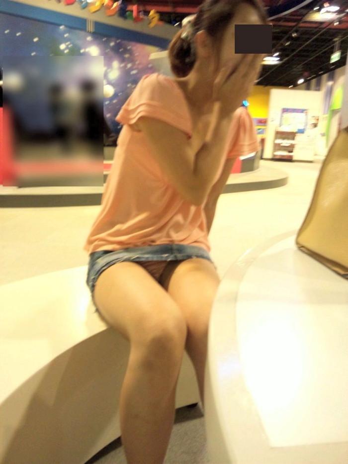 【ハプニングエロ画像】様々なシーンでめくるめく起こるエロハプニングの数々! 09