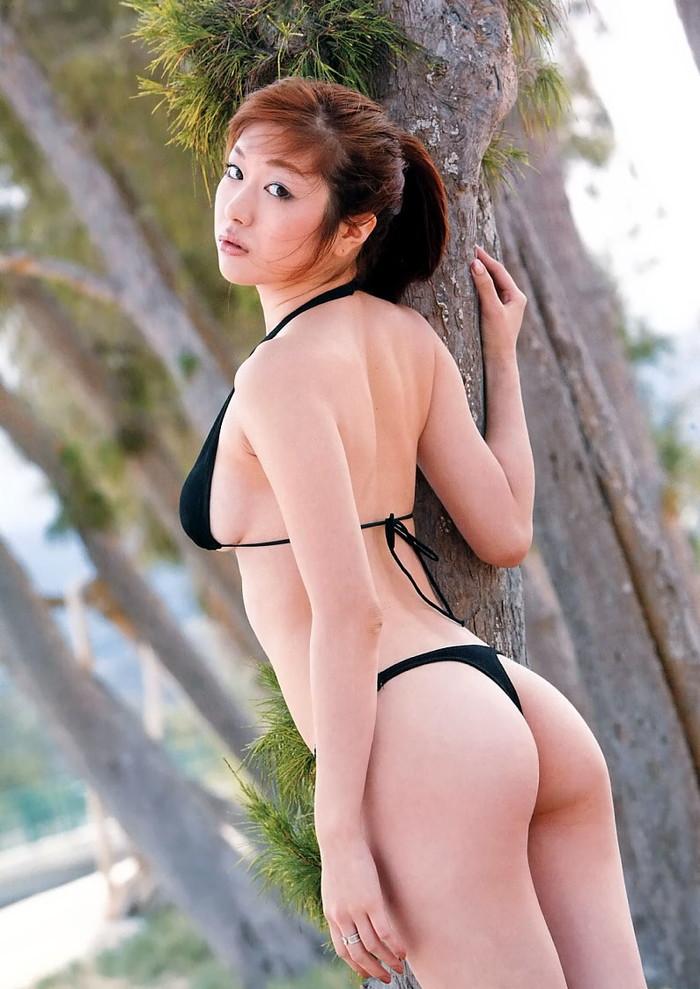 【Tバックエロ画像】女性の美尻を更に美しく演出するパンツといえばコレしかない!w 16