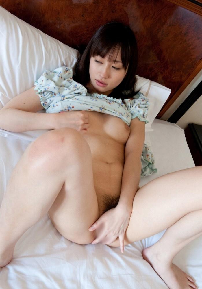【オナニーエロ画像】自らの性器を弄び快感に浸る女の表情ってエロいな! 12