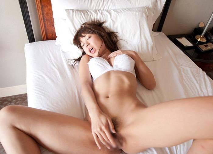 【オナニーエロ画像】自らの性器を弄び快感に浸る女の表情ってエロいな! 25