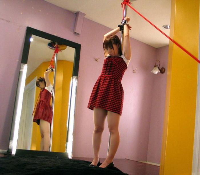 【拘束エロ画像】自由を奪われて体が超敏感になっている女の子たち 03
