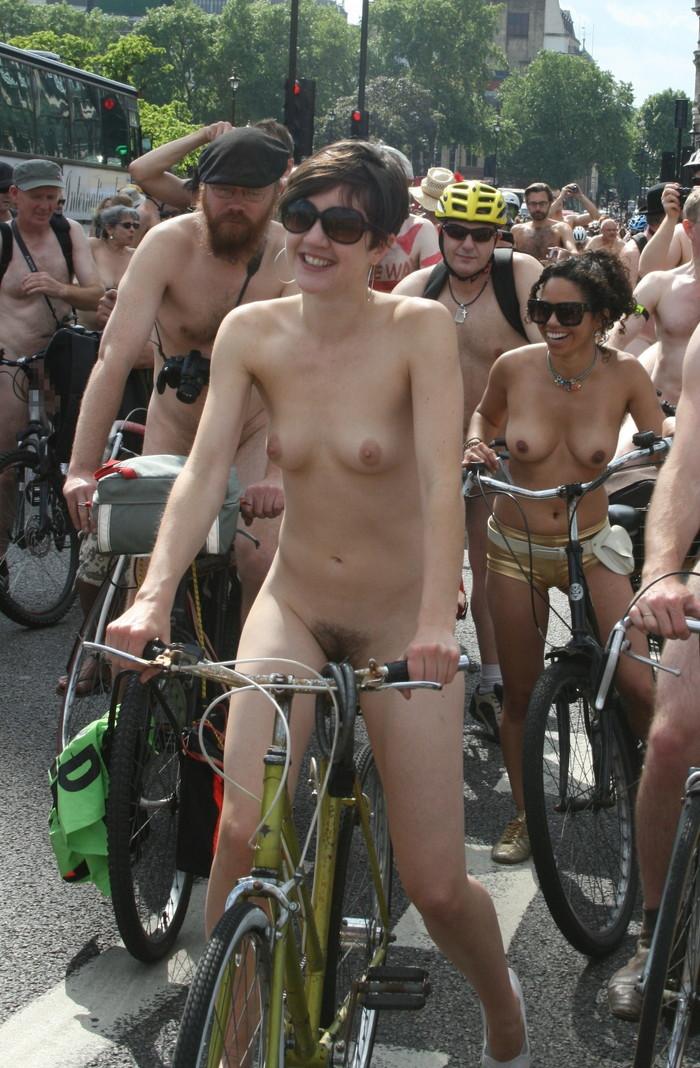 【自転車エロ画像】おまいら!こんな全裸で自転車を漕ぐ女、見たことあるか!? 09
