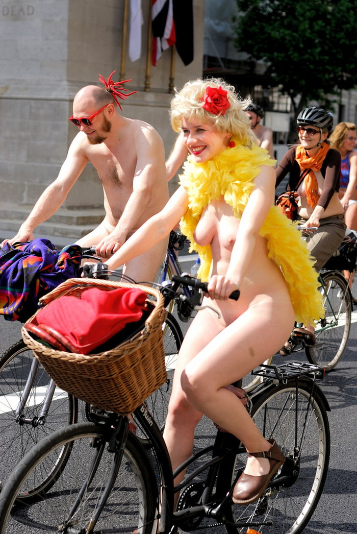 【自転車エロ画像】おまいら!こんな全裸で自転車を漕ぐ女、見たことあるか!? 12