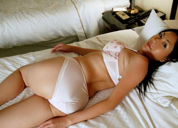 【美熟女エロ画像】若い娘にも負けない艶っぽさ!美しすぎる美熟女! 02