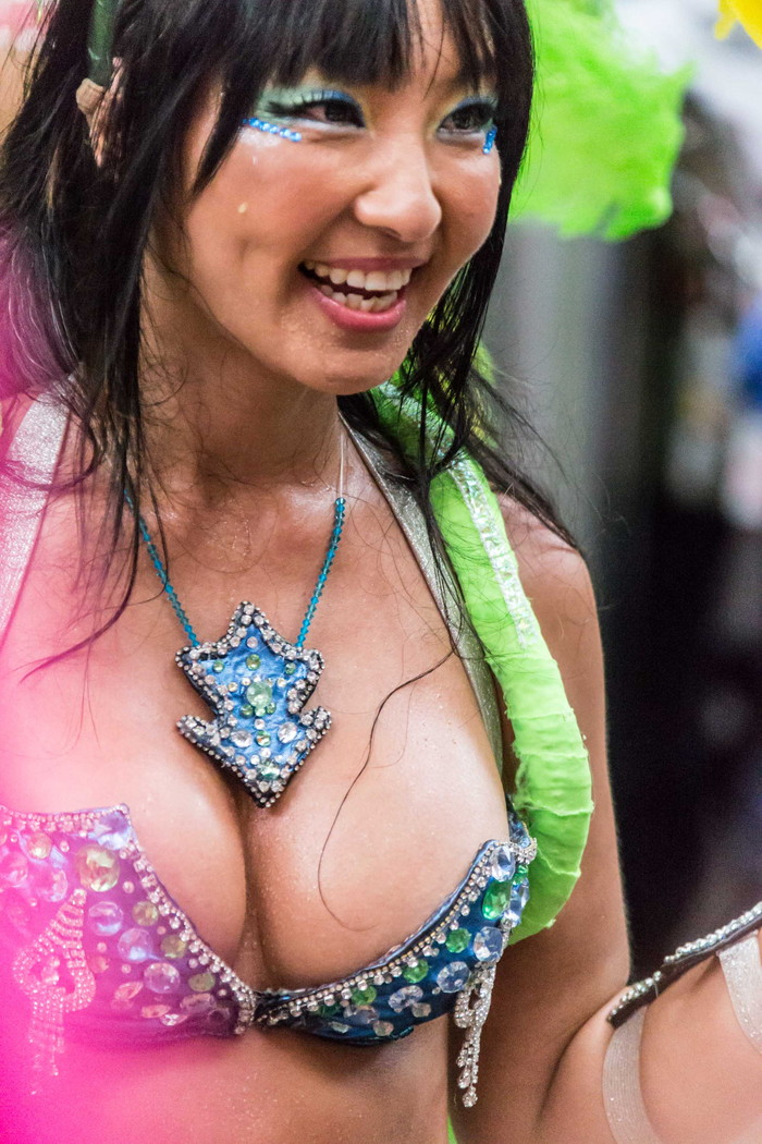 【サンバエロ画像】日本にもあった!本場さながらの衣装で踊るサンバ祭り! 10