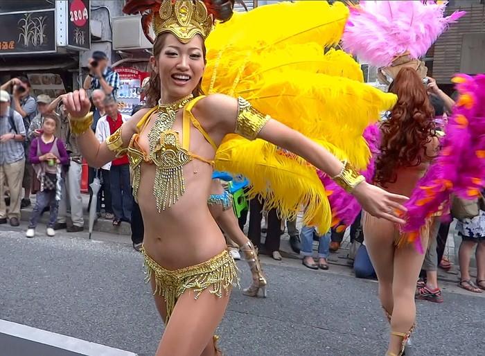 【サンバエロ画像】日本にもあった!本場さながらの衣装で踊るサンバ祭り! 19