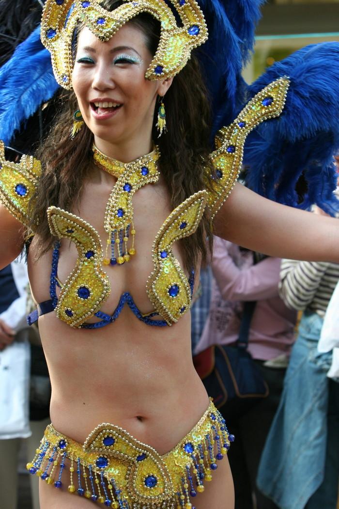 【サンバエロ画像】日本にもあった!本場さながらの衣装で踊るサンバ祭り! 20