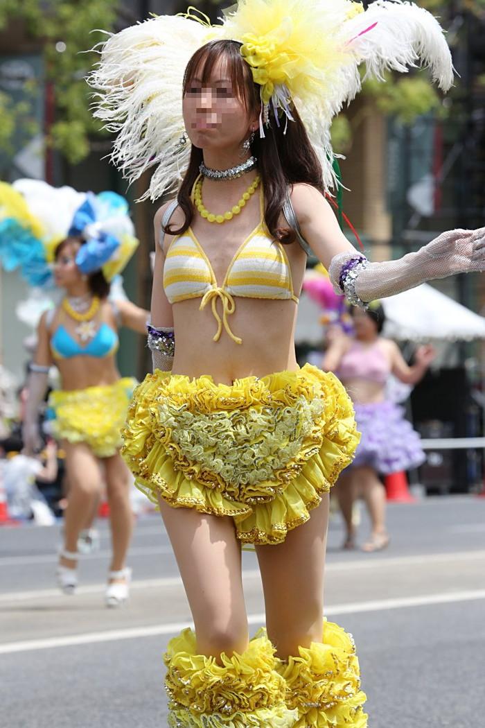 【サンバエロ画像】日本にもあった!本場さながらの衣装で踊るサンバ祭り! 21