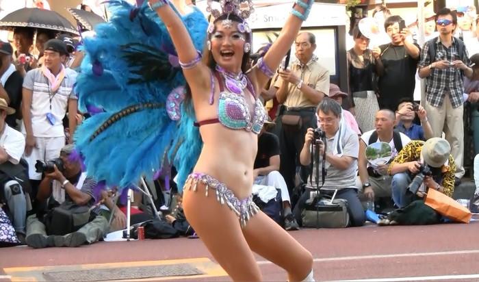 【サンバエロ画像】日本にもあった!本場さながらの衣装で踊るサンバ祭り! 25